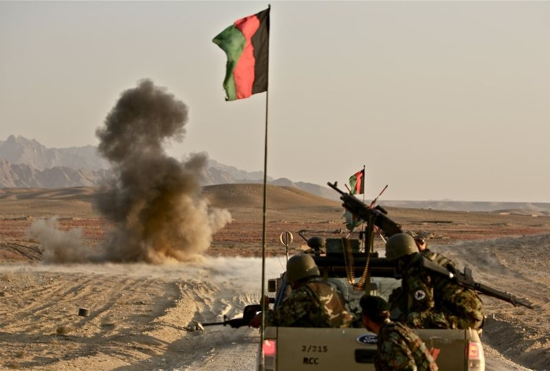 The bomb disposal team of the Afghan Army 215 Corps neutralizes an IED in Sangin, Helmand.